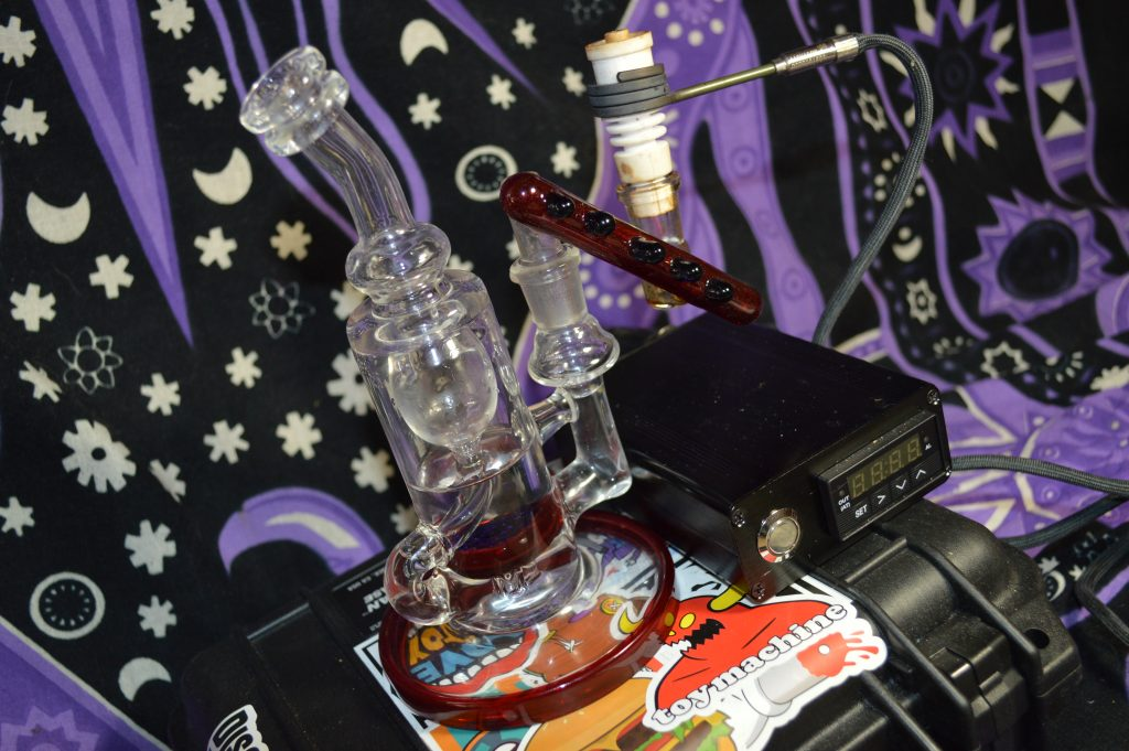 Red Elvis and Brilliant Blue MontyFluidGlass Klien Incycler with Ceramic e-nail